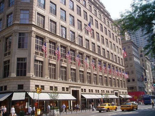 Saks Fifth Avenue Shopping in New York City  d2ebce69944e